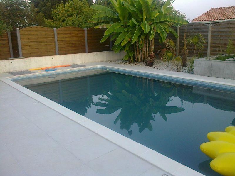 Pose de margelle autour de la piscine - Piscine pas cher - Les ...